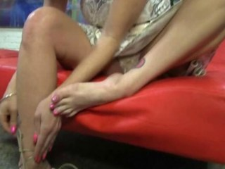 Tiffany Mynx gives footjob