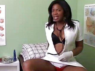 Kinky chubby black hottie in doctors office